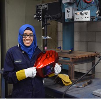 Alexandra Del Carmen Basantes Defaz at welding lab