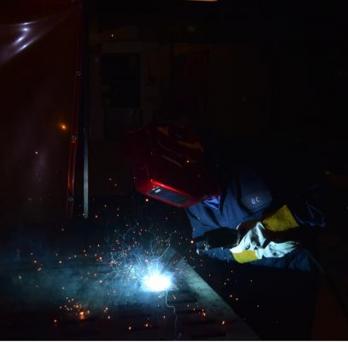 Alexandra Del Carmen Basantes Defaz welding metal